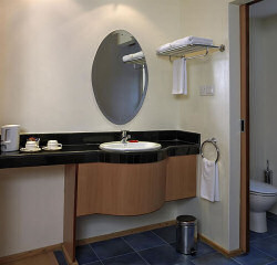 The bathroom of a room in the Country Lodge Nairobi City Hotel