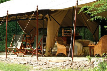 The Leleshwa Camp is situated on the north-eastern edge of the Maasai Mara.