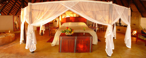 The Kingsize Bed in the Doghouse of the Tongabezi Lodge
